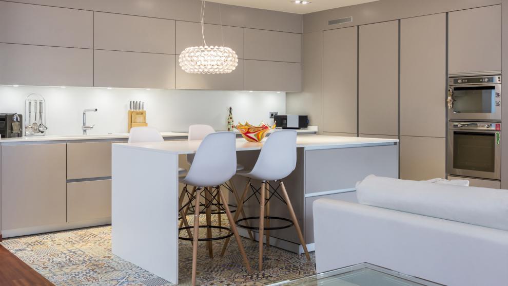 Santos cocinas nos presenta el dise o organizaci n y for Diseno de cocinas abiertas al salon