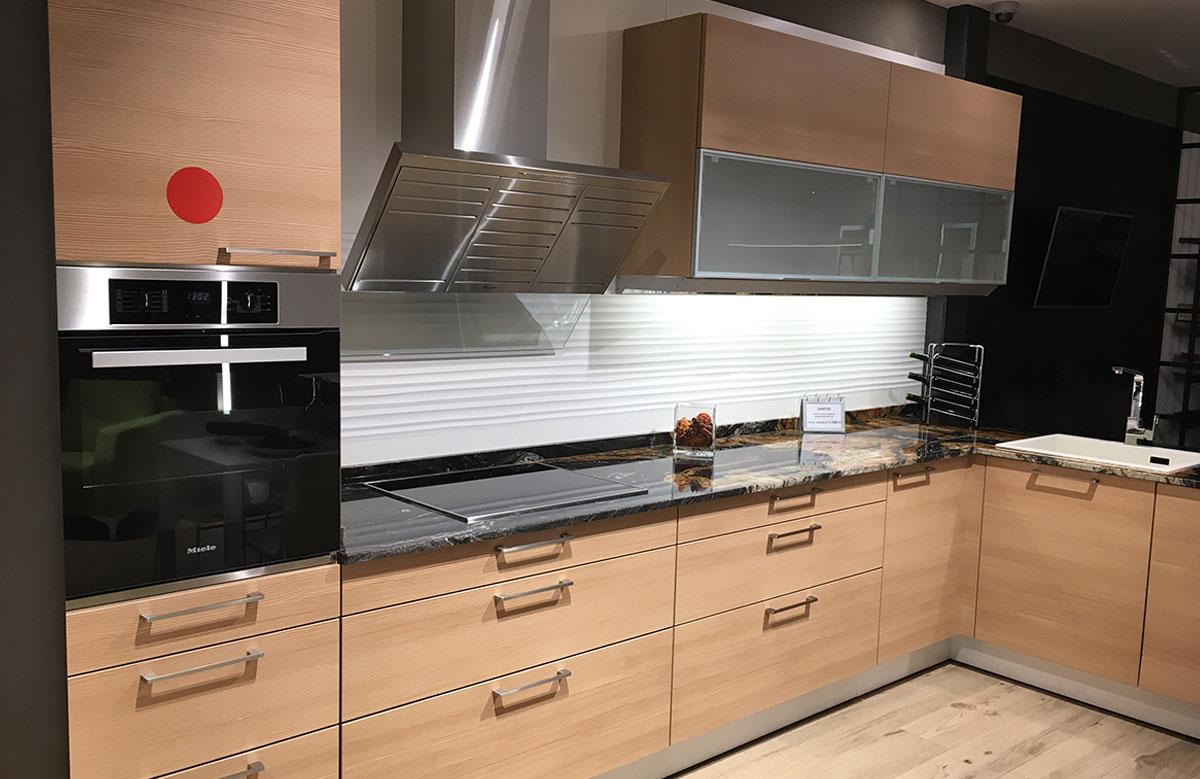 Oferta venta de exposici n cocina santos laricio por 3000 for Comprar encimera cocina